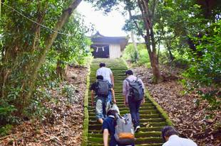 神社本殿への階段.jpg
