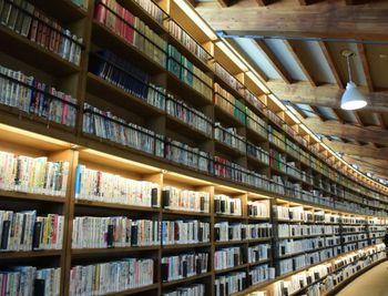 本の壁.jpg